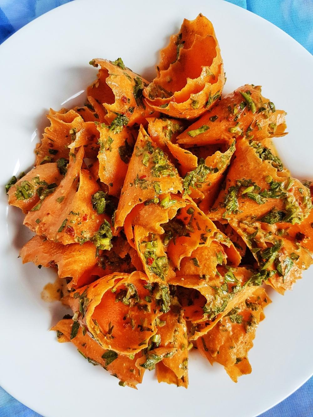 salata-aromata-morcovi-dressing-picant-raw.jpg